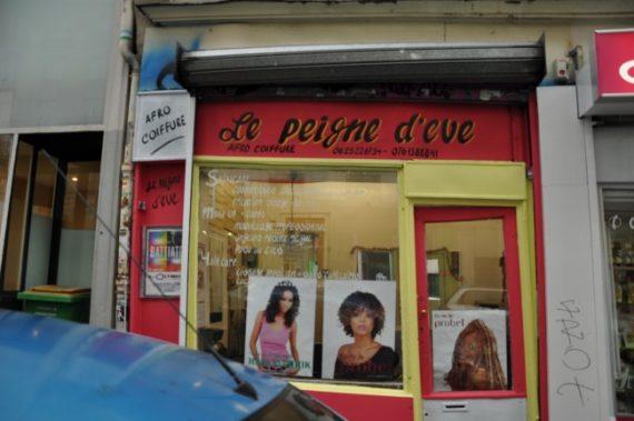 Un salon de coiffure africain