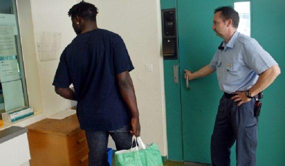 Un sans-papiers dans un centre de retention